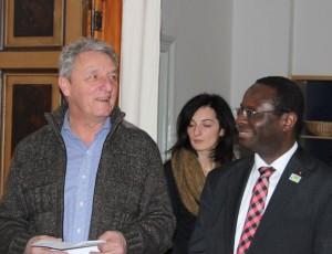 Klaus Roth mit Dr. Karamba Diaby