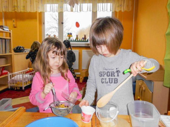 Alicia und Fabienne beim Kochen