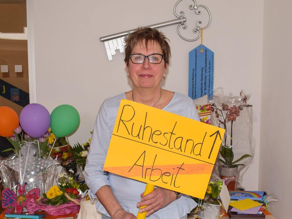 Die Kinder und Erzieher*innen der Kita Kunterbunt verabschiedeten Frau Rodenhauser nach 29 Jahren Leitungstätigkeit wohlverdient in den Ruhestand.